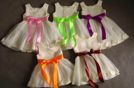 SKLADEM - šaty k zapůjčení, 1-4 roky, 104