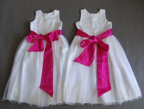 SKLADEM - šaty k zapůjčení, 8-10 let - 2x, 140
