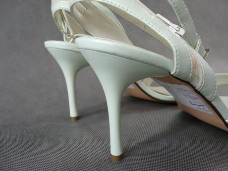 SKLADEM - světle zelené sandálky, 40