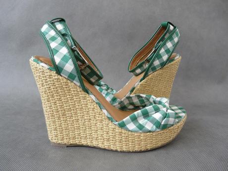 SKLADEM -  zeleno-bílé kostkaté sandálky na klínku, 39