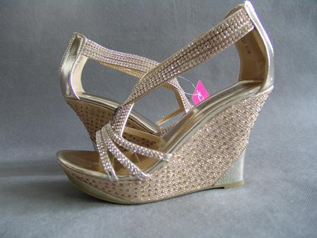 SKLADEM - zlaté plesové, společenské sandálky na k, 38