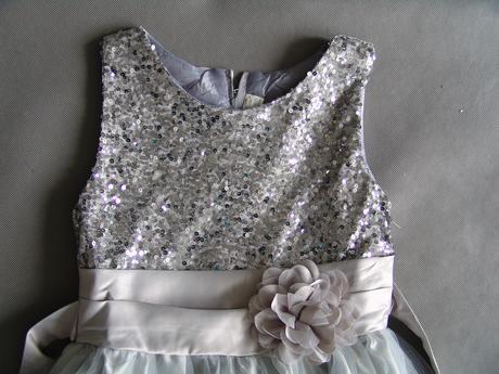 Stříbrné, šedé společenské šaty pro družičku, 140