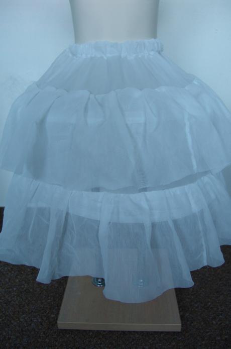Svatební spodnička skladem, 128