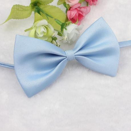 Světle modrý dětský motýlek,