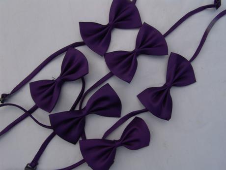 Tmavě fialový dětský motýlek,