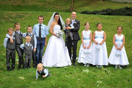 Zapůjčím obleky a šaty na svatby, 140