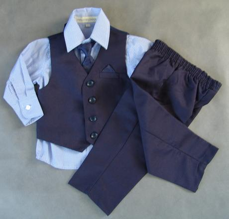 Zapůjčím tmavě modrý oblek 6-12 m a 4-5 let, 116