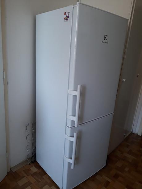 Chladnička s mrazákem Electrolux EN2400AOW,
