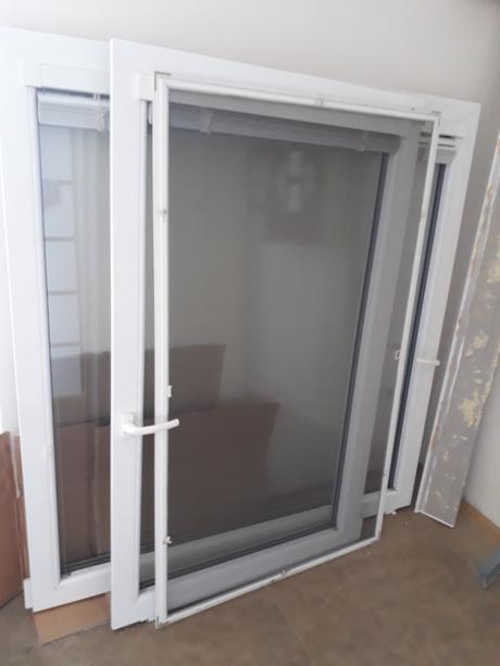 Dvoukřídlé velké bílé plastové okno,