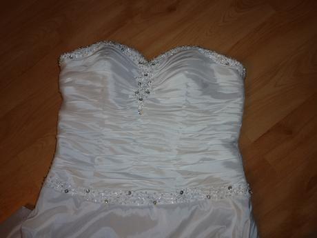 svatební šaty maskující bříško, 40