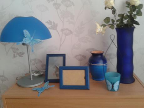 Modré dekorácie vo výbornom stave,