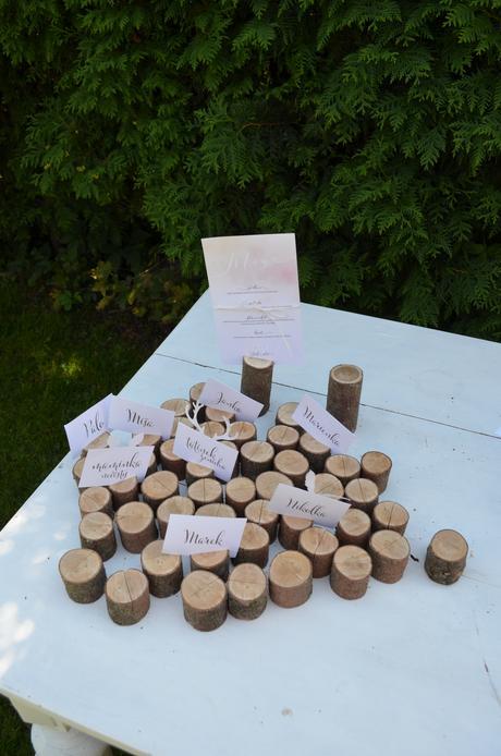 Stojánky na jmenovky, dřevěné špalíky,