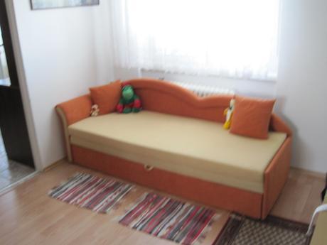 štúrovo - postel - gauč,