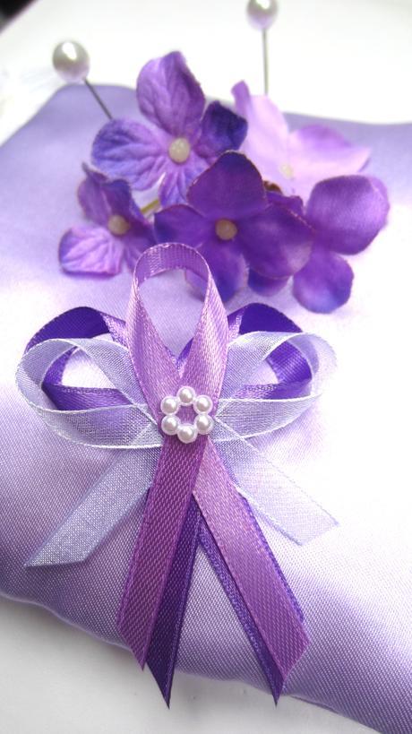Dvoubarevný fialový vývazek,