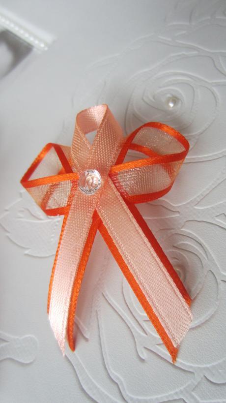 Oranžovo-lososový vývazek,