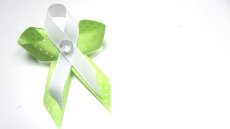 Světle zelený s puntíky,