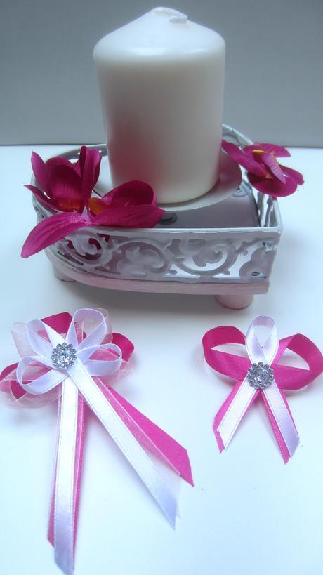 Tmavě růžové vývazky s broží ,