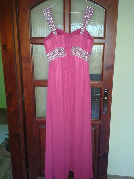 Cyklamenove šaty, 42