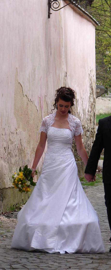 Jednoduché romantické svadobné šaty f422122705c