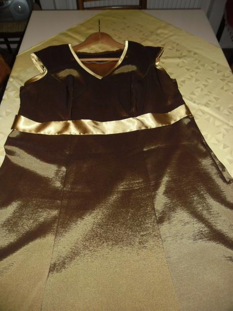 Hnedo- zlaté šaty, 54