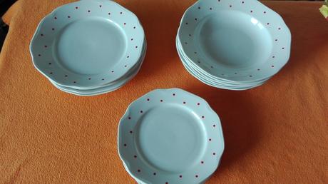 sada bodkových tanierov,