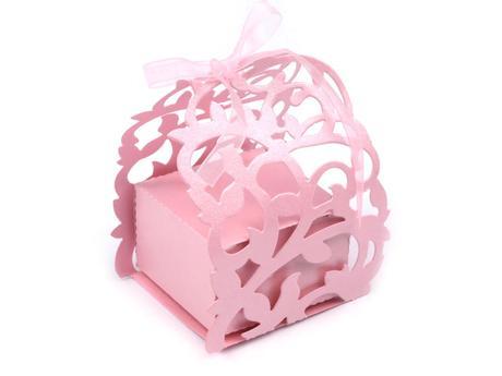 Darčeková krabička s čipkovým obalom,