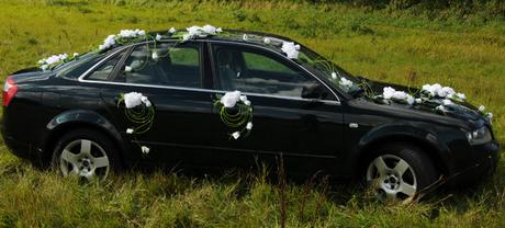 luxusná zelená svadobná dekorácia na auto,