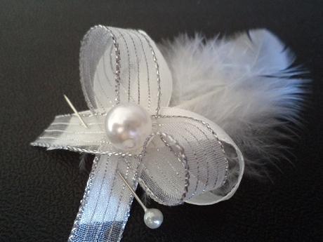 Luxusné páperové bielo-strieborné pierka,