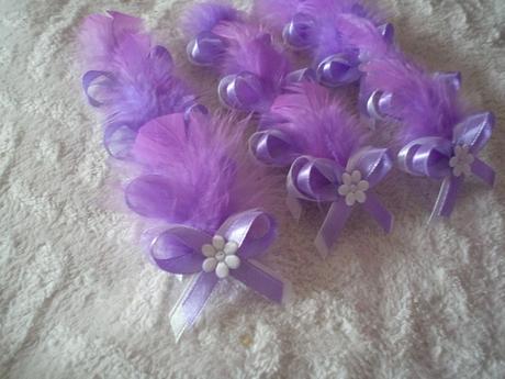 Netradičné svadobné pierka jemná fialová s pierkom,