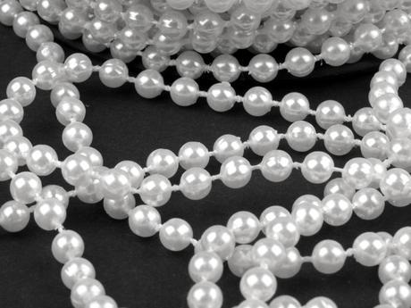 Perličky na šnúre Ø5mm / 40 m biela,