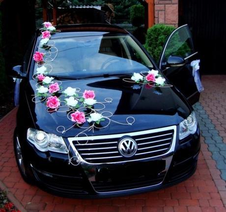 Svadobna vyzdoba na auto s ruzickami rozne farby,