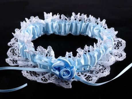 Svadobný podväzok čipkový modrý , M