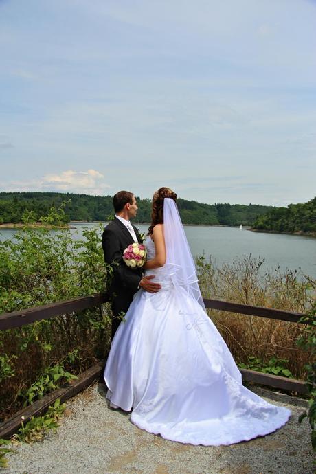 Korzetové svatební šaty s vlečkou, velikost 32-36, 34