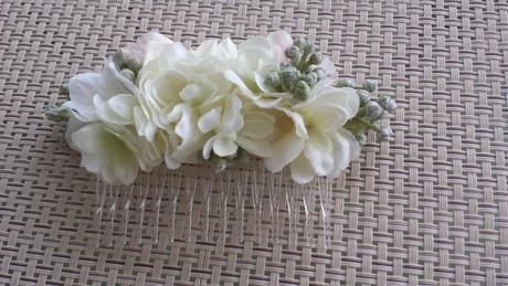 Květinový hřebínek do vlasů,