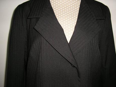 1033. Čierny podšitý kostým, XXL