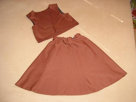 106. Hnedá suknička + vesta, 134