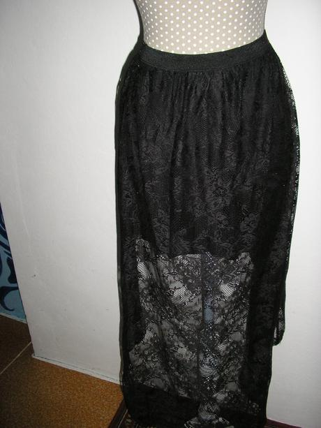 1072. Ginatrikot Čierna čipková sukňa , M