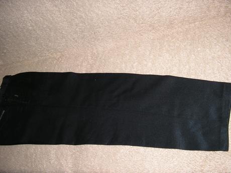 1213. Čierne nohavice, 44