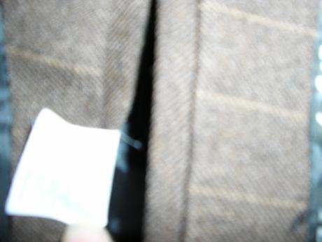 1294. Konrád hnedy pruž. oblek , 48