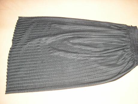 138. Čierna sukňa, L