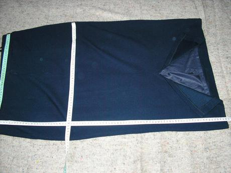 1432. Eleg. tm. modrá sukňa, 46