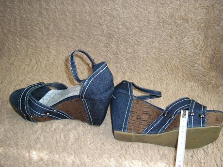 1560.  Sandálky, 38