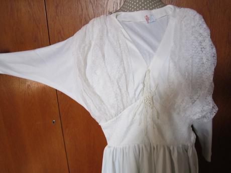 1566. Svad. šaty, 35