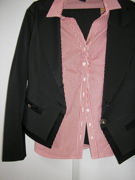 176. Nohavicový kostým, 40