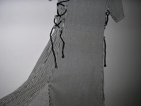 22 Prúžkované šaty , 36