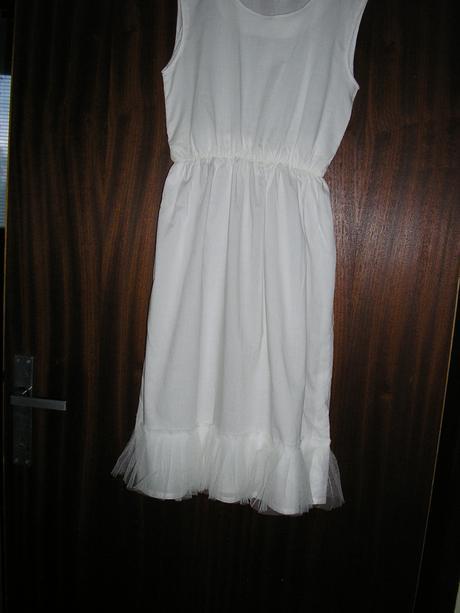 36. Dievčenské šaty na spol. akcie, 140