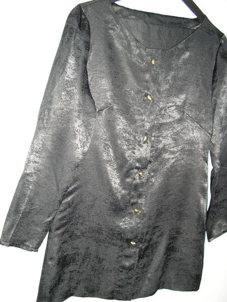 526. Čierna saténová blúzka príp. kabátik, M
