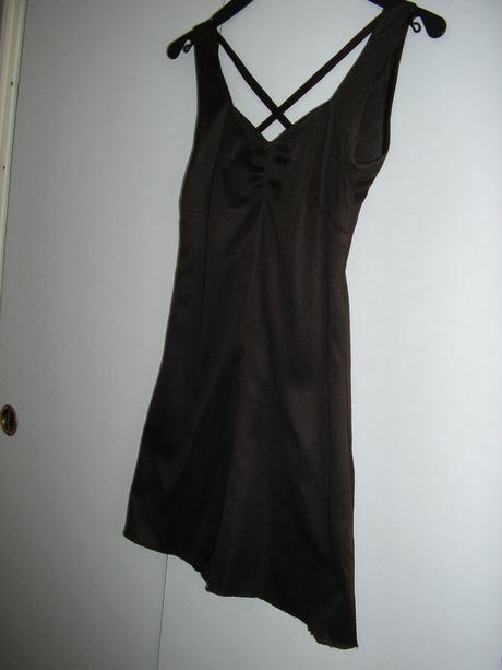 565. Tm. hnedé šaty 3 dielne, XS