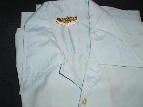586. Sv. modrá košeľa, 40