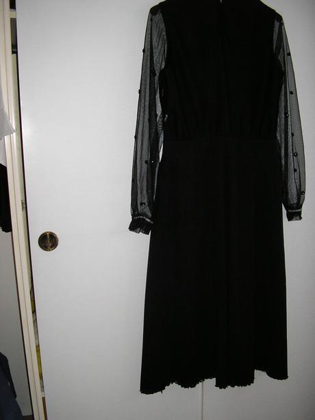 588. Spoloč. šaty, L